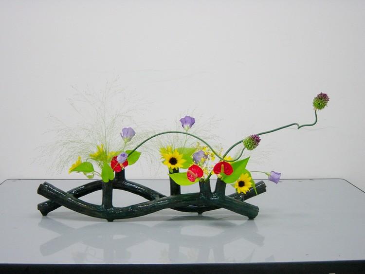 Ikebana image courtesy of www.ikebanabyjunko.com