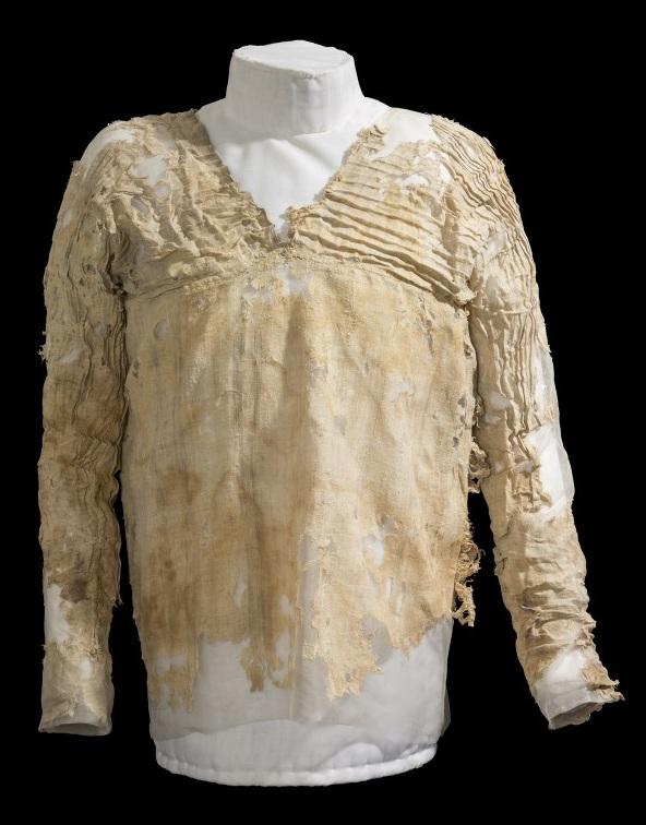 Who invented clothes? World's oldest dress